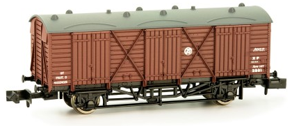 Dapol 2F-014-005 Fruit D Van No. 2876 GWR brown with shirtbutton crest