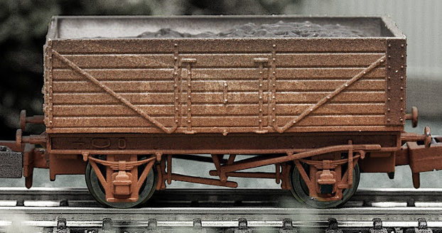 Dapol 2F-071-004 7 Plank Open Wagon LMS grey (weathered)