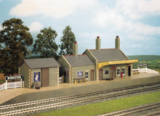 Wills CK17 Country Station, Stone Built