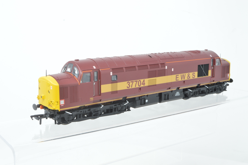 Bachmann 32-390DB EWS 37704 Class 37/7 Maroon & Gold Livery West and Wales Exclusive