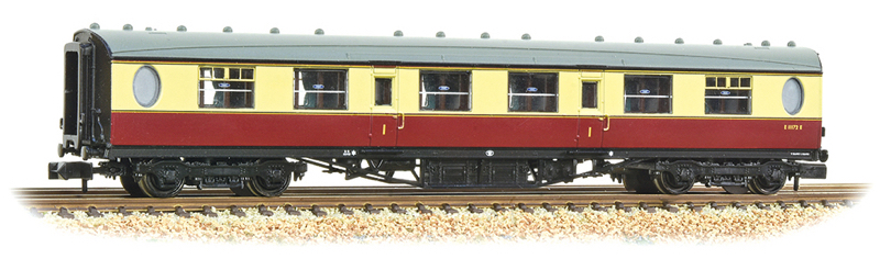 Graham Farish 376-226 LNER Thompson Composite Corridor BR