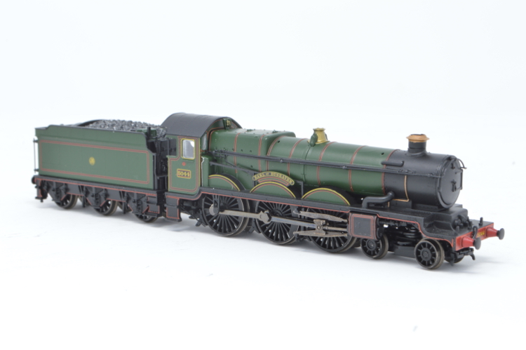Graham Farish 372-030 4-6-0 Castle Class 'Earl of Dunraven' '5044' GWR Lined Green