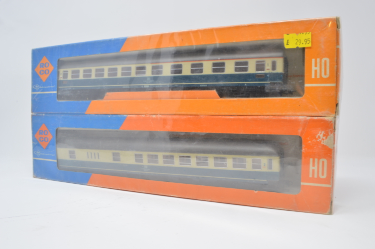 ROCO HO GAUGE DB COACHES 4288 & 4258 x 2