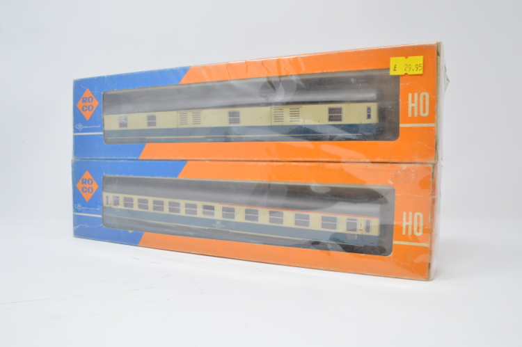 ROCO HO GAUGE DB COACHES 4288 & 4287 x 2