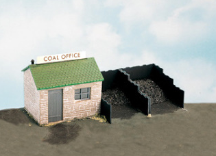 Wills SS15 Coal Yard & Hut, Includes Plastic Coal